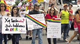 """Imagen extraída de nota de prensa titulada """"Defensoría: """"Las personas LGBT siguen sufriendo discriminación en la peor magnitud en Costa Rica"""" (Prensa Libre, edición del 22.06.2015)."""