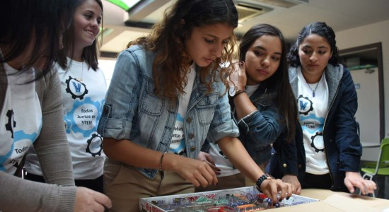 UCR Accion Social promociona la tecnologia entre colegialas