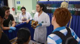 Expo Anatomía. Los estudiantes de Medicina muestran al público como funcionan los sistemas del cuerpo humano, por medio de órganos que posee el departamento de Anatomía de la Escuela.