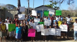 """Imagen tomada de https://vozdeguanacaste.com de la nota """"Más de 50 policías y funcionarios del AyA rompieron candados de Asada de Playa Potrero en Santa Cruz"""""""
