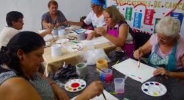 UCR Personas sobrevivientes del cancer reciben terapia por medio del arte