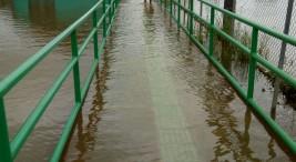 En Barra del Colorado el agua se mantiene sobre las aceras7